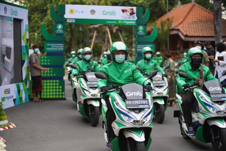 Grab ha colaborado con Hyundai, Kymco, VIAR y SELIS para proporcionar su flota de más de 5,000 autos eléctricos, motocicletas, bicicletas y scooters en Indonesia.