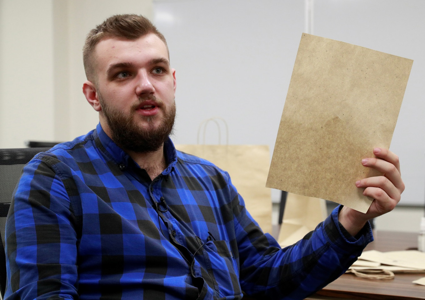 Ukrainian student launches initiative to turn fallen tree leaves into paper