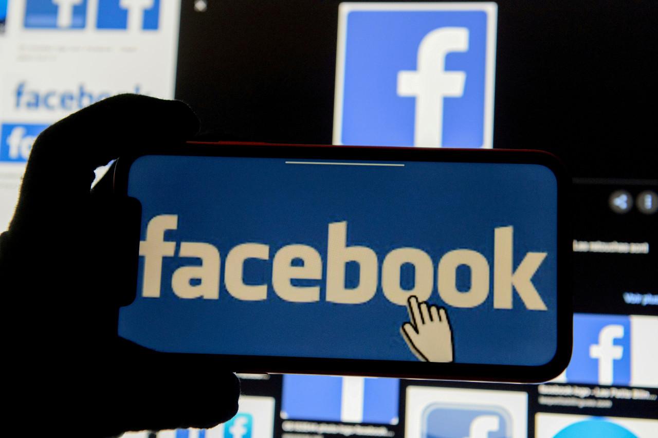 Facebook blocks news sharing in Australia over media law