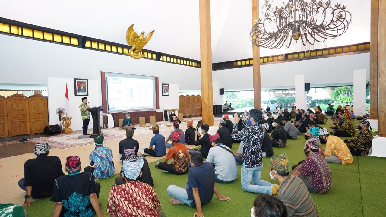 Banyuwangi promotes health, safety certification among tourism players