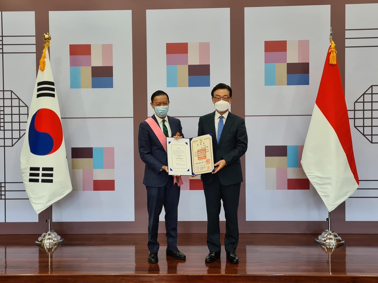 South Korea confers highest diplomatic award to former minister Thomas Lembong