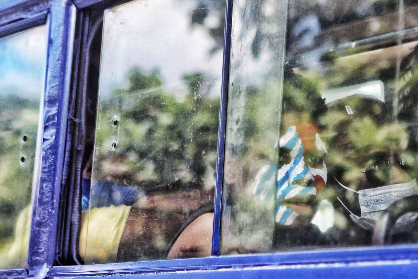 Members of the Papuan Students Alliance (AMP) take a ride in a bus in Jakarta on Dec. 1 prior to staging a rally in conjunction with the commemoration of the declaration of the West Papua State on Dec. 1, 1965. Rallygoers reject the government's policy to give special autonomy to Indonesia's easternmost provinces and demand that the people of West Papua are granted self-determination instead. JP/Seto Wardhana