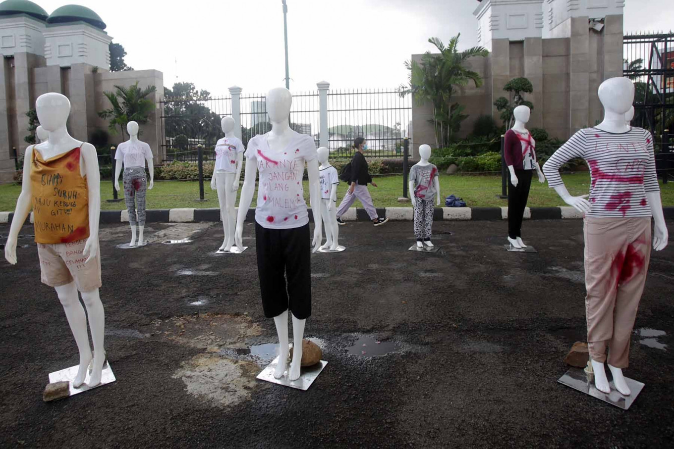 Mannequins stand outside of the House of Representatives compound in Central Jakarta on Dec. 8. The protestors who placed them there demanded that the House continue with the deliberation and passage of the sexual violence eradication bill. The National Commission on Violence Against Women (Komnas Perempuan) has reported that violence against women has increased by 75 percent during the COVID-19 pandemic. JP/Wendra Ajistyatama