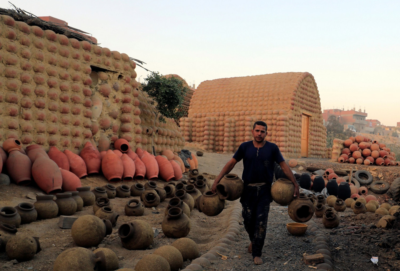 Egyptian potters using Nile mud seek to protect their craft