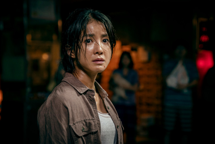 Lee Si-young plays the original character Seo I-kyung.