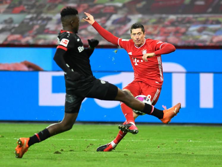 Lewandowski sends Bayern top of the table with last-gasp winner