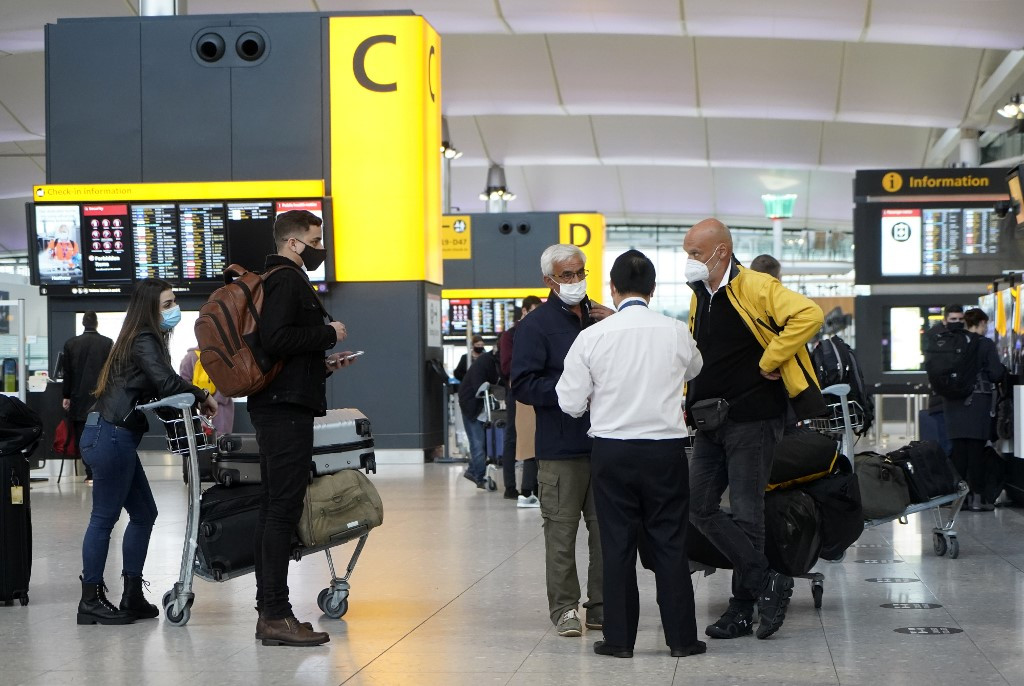 UK travel bans cause Christmas chaos