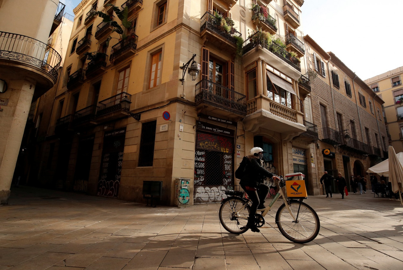From tourism to COVID-era deliveries: Barcelona women reinvent bike business