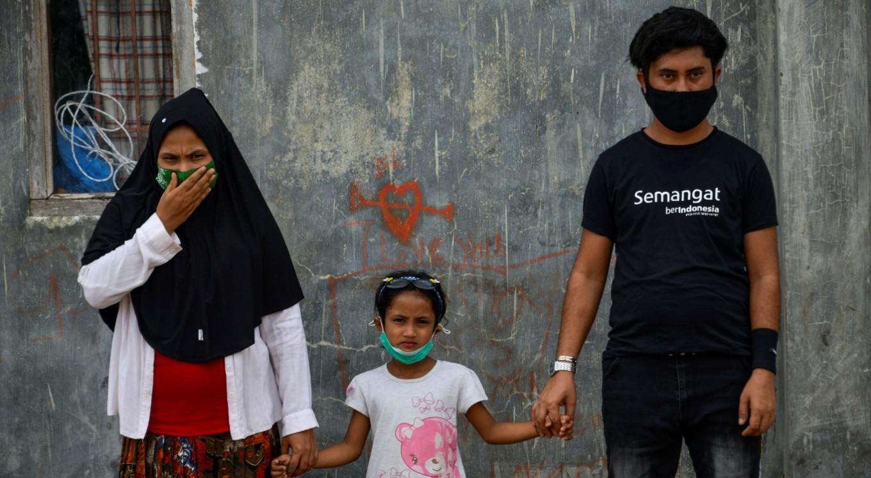 Rohingya refugee reunites with family