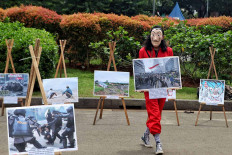 Students stage a theatrical performance in Jakarta on Dec. 15 in protest at rising violence against people for expressing their opinions throughout 2020, which has been considered a dark year for democracy. JP/Seto Wardhana