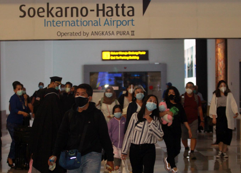 Travel corridor arrangements: Between economic and health interests