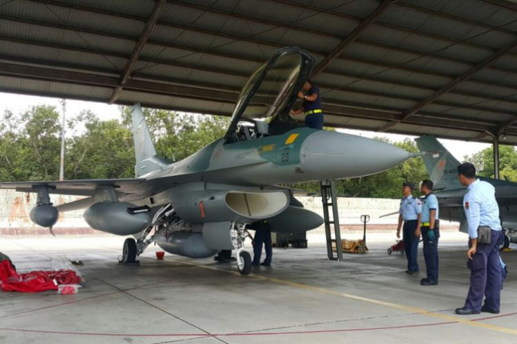 Indonesian Air Force personnel inspect an F-16 C/D Block  25 that has just arrived from the United States at Iswahjudi Air Force Base in Madiun, East Java, in December 2017.