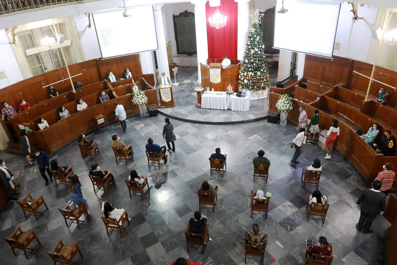 Christians attend a Christmas Eve's service at Immanuel Church in Jakarta on Dec. 24. The church only allowed 50 congregation members to attend the service and required them to adhere to the strict health protocol. JP/Dhoni Setiawan