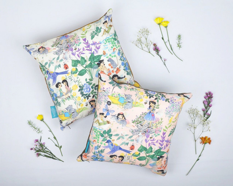 During Christmas season, Kamalika Artprints has a lot of home products, such as pillow cases and table runners.