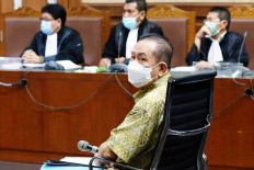 The fugitive: Graft defendant and former fugitive Djoko Soegiarto Tjandra stands trial at the Jakarta Corruption Court on Nov.2. He was accused of bribing a number of officials, including police generals and a prosecuter. JP/ Dhoni Setiawan