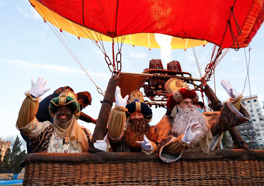 A hot air balloon but no parade for the Three Wise Men