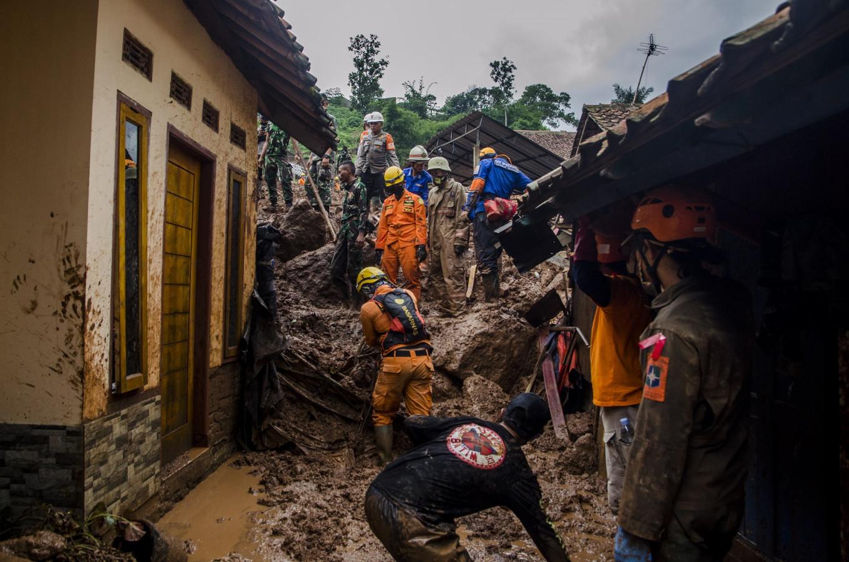 Rescuers among casualties of West Java landslides