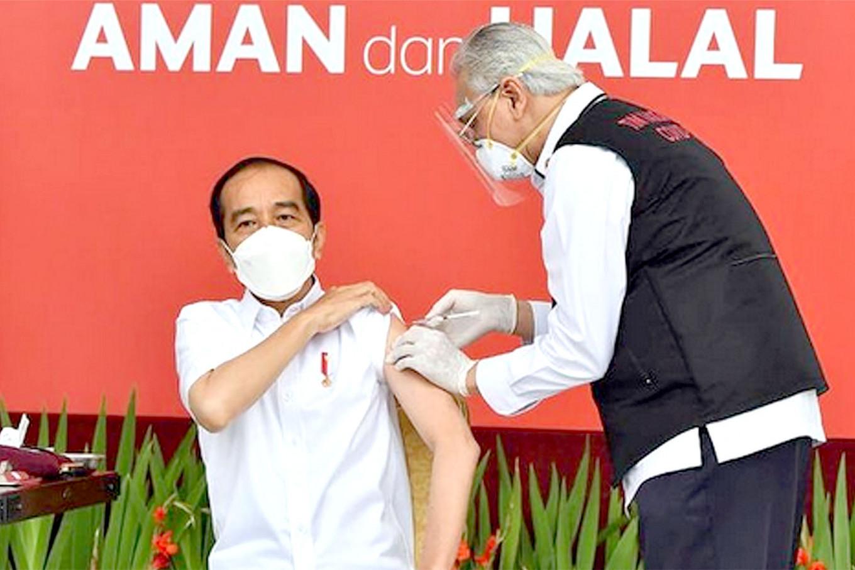 President Jokowi gets first coronavirus jab