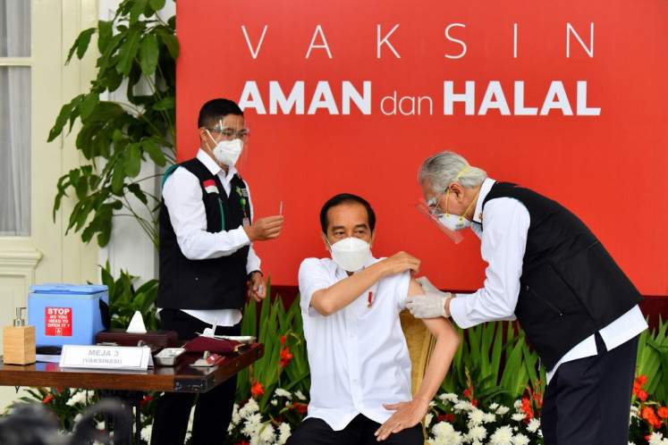 Pandemic blunders fail to dent Jokowi's popularity