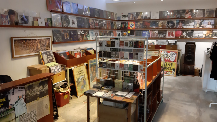 La-La Records, currently occupying the rear area of the Kemang compound, has been the space's disseminator of music for the past 2 years. Before La-La, Aksara housed its own, famous, music section from 2002 until the 2010s. Monka Magic Vinyl carried on their torch from 2010 until 2018.