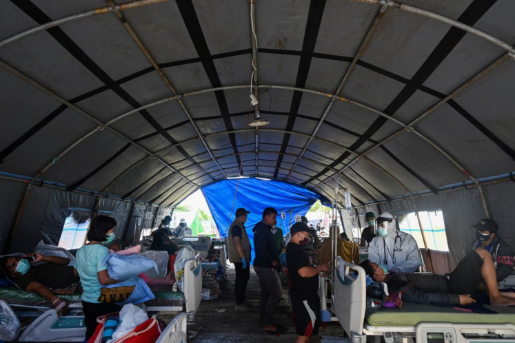 Medics in West Sulawesi overwhelmed by quake casualties