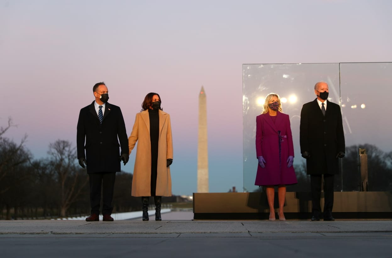 Biden leads COVID-19 memorial on eve of inauguration
