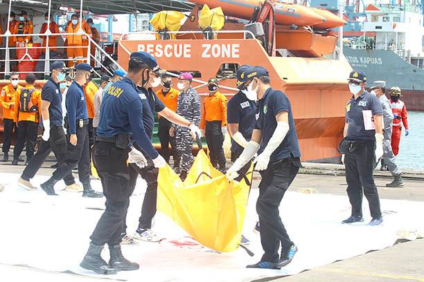 Crashed Indonesia passenger jet's throttles showed 'anomaly': investigators