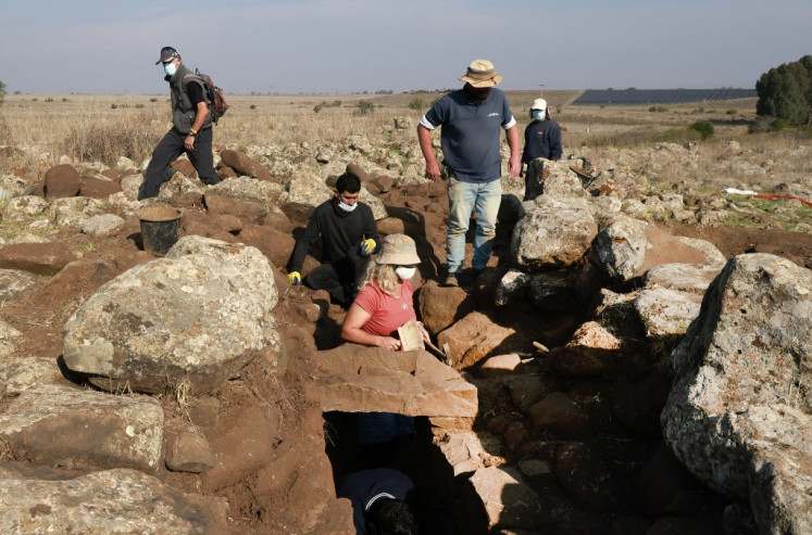 Israelis find 'royal purple' fabric from King David era