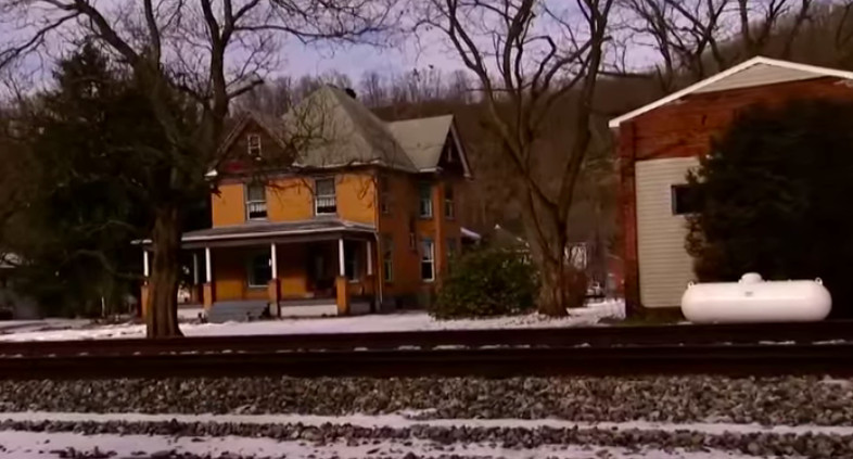 Tour the 'Silence of the Lambs' home -- and spend the night