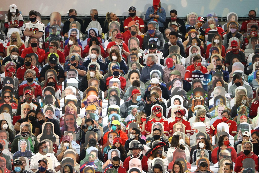 Mask-clad fans crowd inside Buccaneers' home stadium for Super Bowl