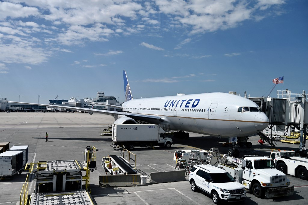 Japan grounds more than 30 jets after United Airlines engine fire