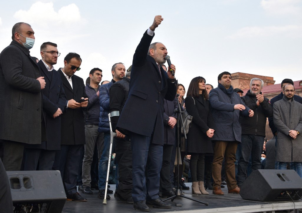 Armenia PM takes to the streets to denounce 'coup attempt'