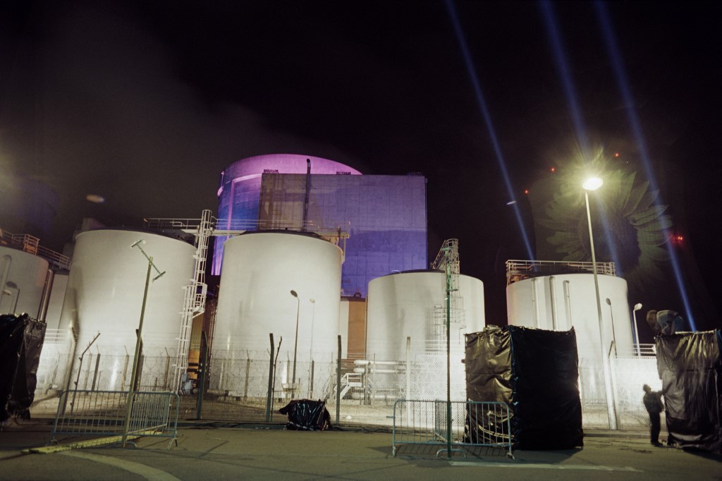 France to extend lifetime of old nuclear power plants