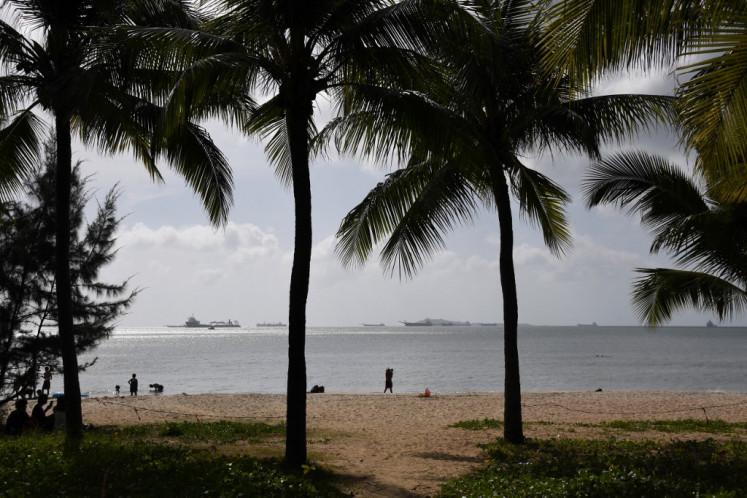 "Binge-shopping soars in ""China's Hawaii,"" fuels demand amid pandemic"