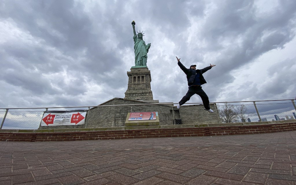 New Yorkers rediscover city's pandemic-deserted tourist spots