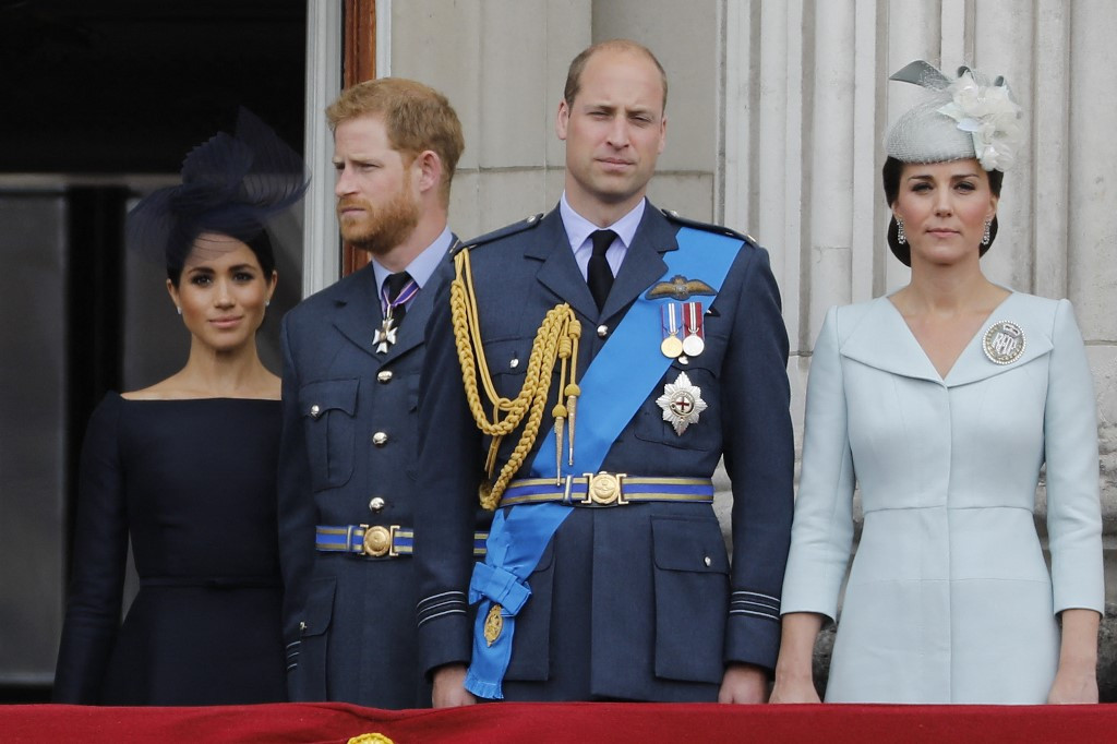Pressure builds on palace after Harry and Meghan racism claims