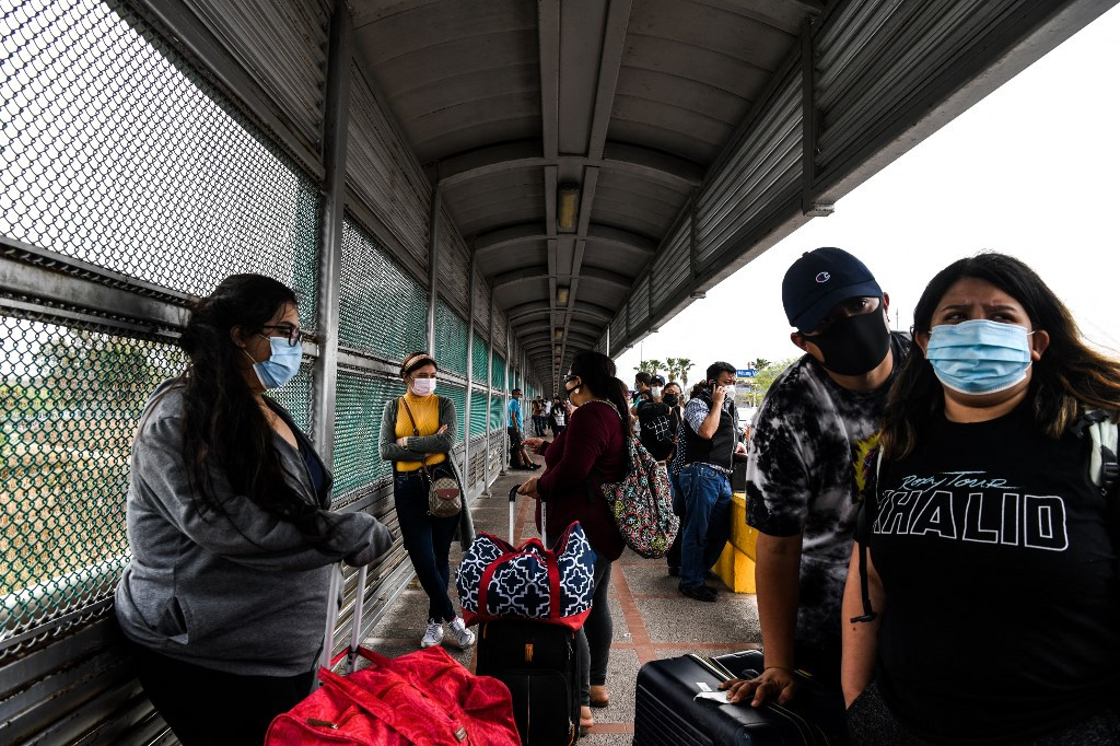 On Texas border, a new migrant rush under Biden
