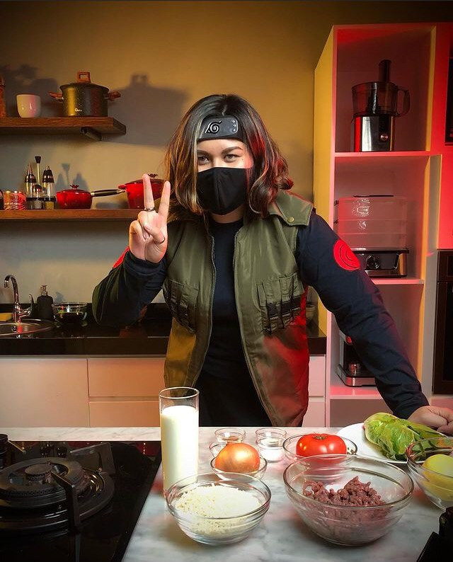 Stacey cooks in her ninja gear