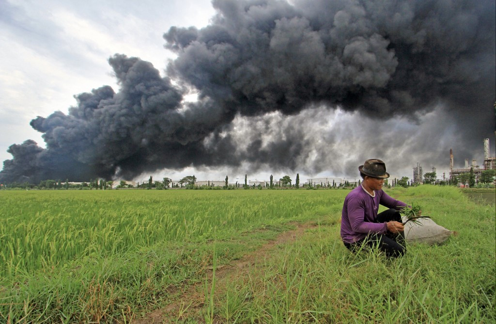 West Java oil refinery blaze rages for a second day