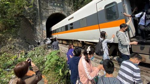 36 feared dead after train derails in Taiwan