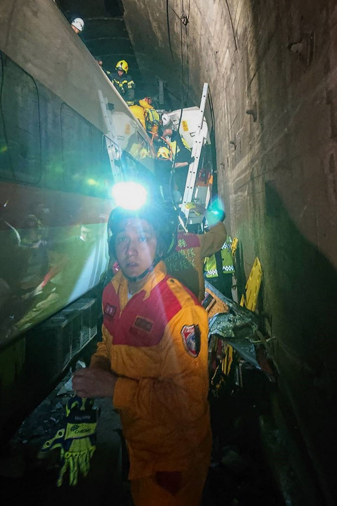 This handout picture taken and released on April 2, 2021 by Taiwan Red Cross shows rescue teams at the site where a train derailed inside a tunnel in the mountains of Hualien, eastern Taiwan.