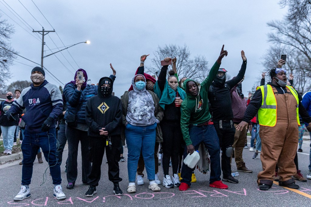 Protest breaks out after man shot by police dies in Minneapolis