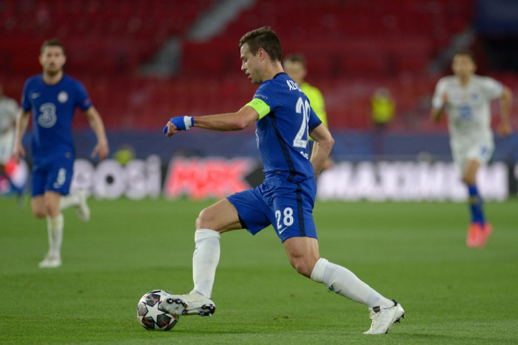 Chelsea's Spanish defender Cesar Azpilicueta controls the ball during the UEFA Champions League quarter final second leg football match between Chelsea and Porto at the Ramon Sanchez Pizjuan stadium in Seville on April 13, 2021.