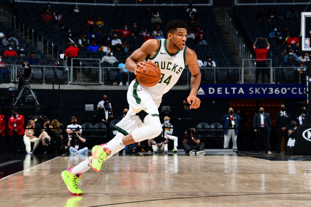 Bucks down Hawks as Antetokounmpo eases way back from injury