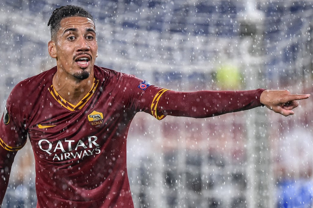 Roma's Smalling forced to open home safe by armed robbers: reports