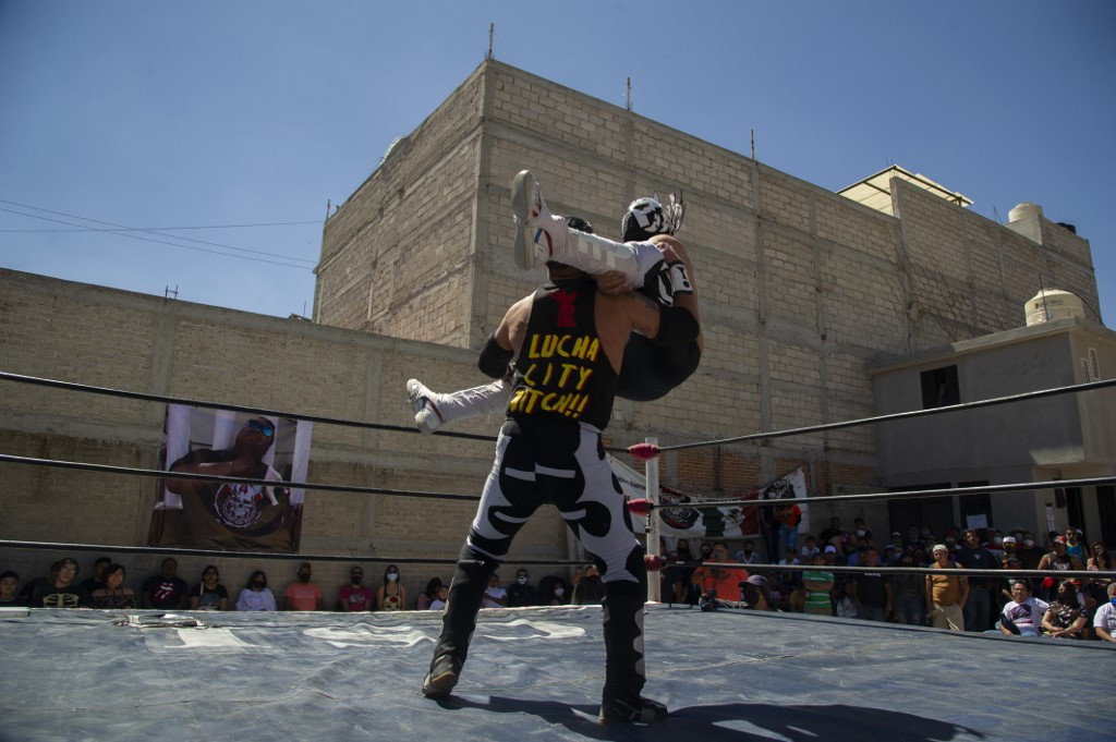 Pandemic floors Mexico's 'lucha libre' wrestlers