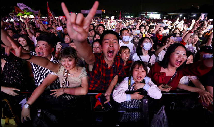 Thousands of revelers join Wuhan music festival
