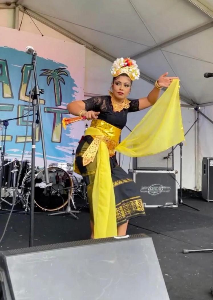 Penampilan solo: Seorang penari tampil di BaliFest.