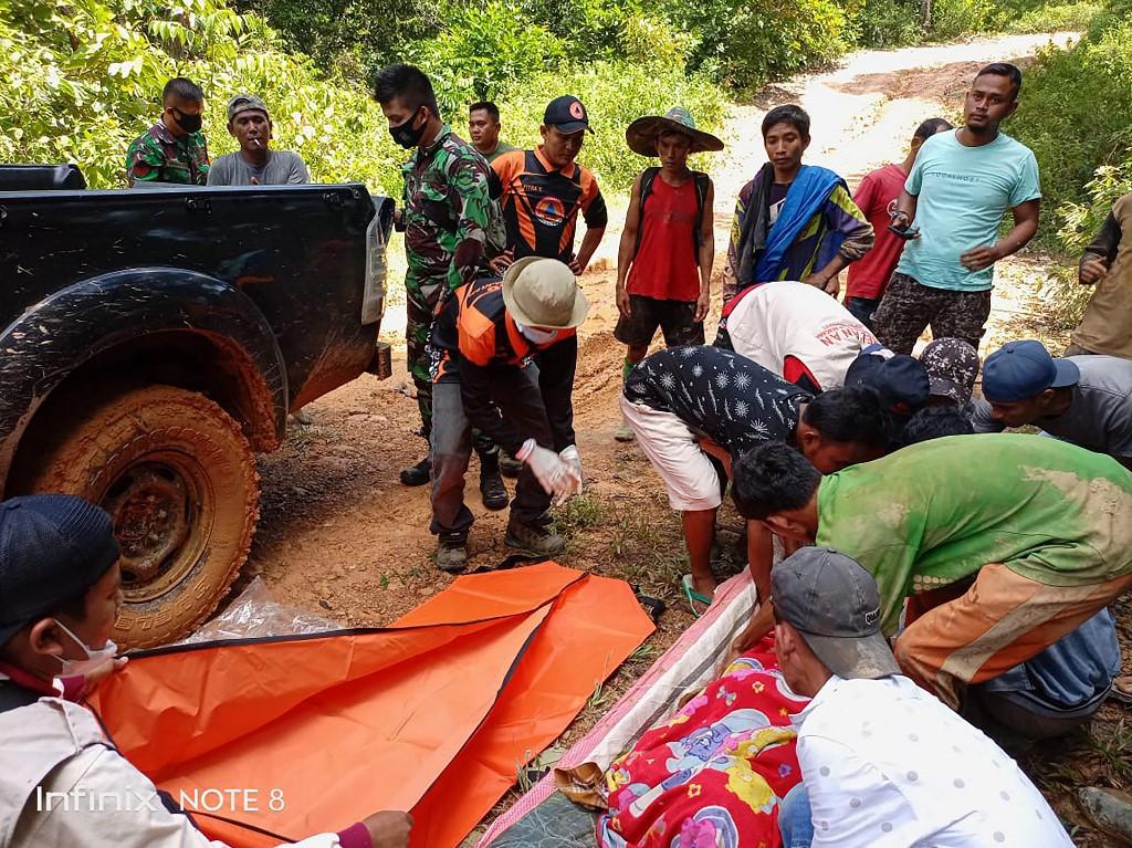 Seven killed in landslide at West Sumatra gold mine