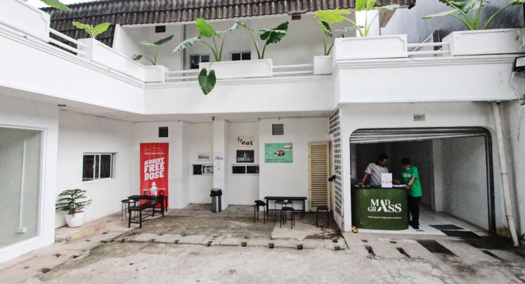 Green Food: Mad Grass adalah cloud kitchen vegetarian yang berlokasi di Cipete, Jakarta Selatan.